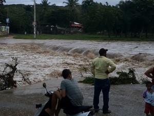 Suben a 22, 289 los desplazados por lluvias; hay 17 provincias enalerta