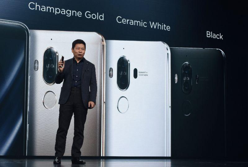 """Huawei presenta su nuevo """"smartphone"""" Mate 9, su referente para la gamaalta"""