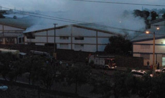 Fuego destruye fábricacigarros