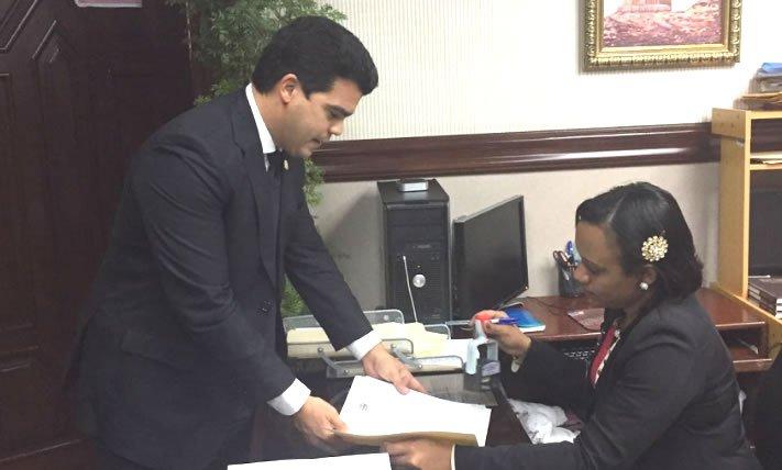 Diputado Wellington Arnaud somete proyecto de ley de ViviendaDigna