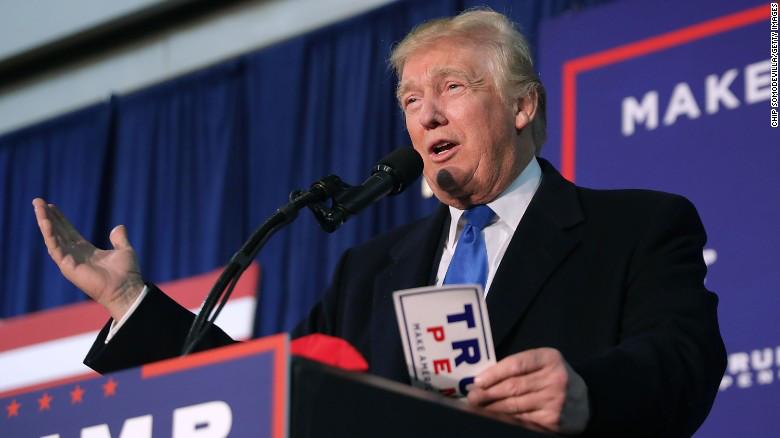 El presidente Donald Trump ordena construir muro en frontera con México y agilizar lasdeportaciones