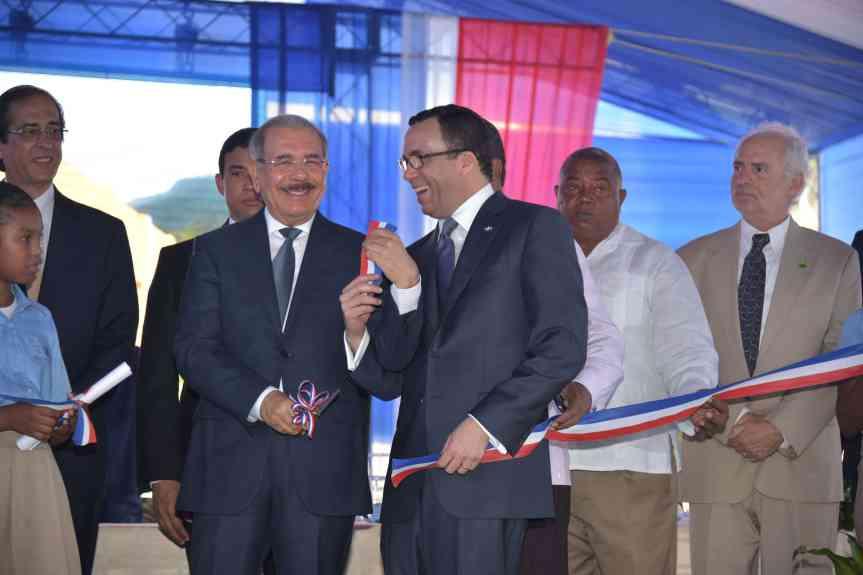 El Presidente Medina entrega centros educativos y estancia infantil enBarahona