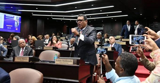Diputados seguidores de leonel abandonan sesión delcongreso