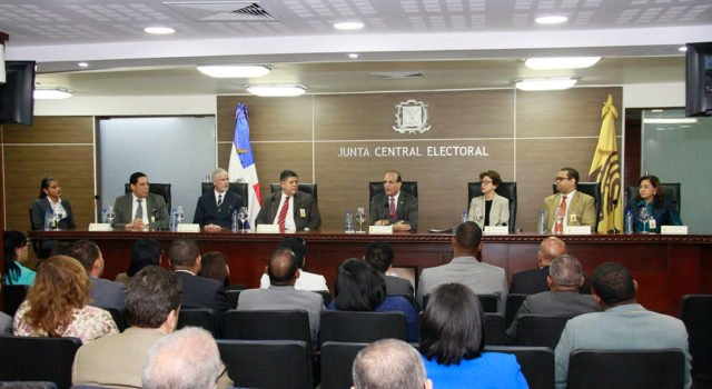 JCE sostiene reunión con inspectores para verificar la veracidad de informaciones de organizacionespolíticas