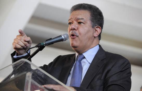 Leonel pide calma ante protestas frente alcongreso