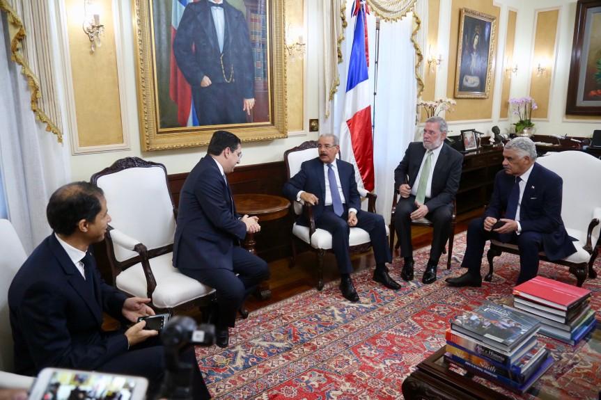 Danilo Medina y ministro Asuntos Exteriores Reino de Marruecos conversan sobre cooperación en turismo, energía renovable yagricultura