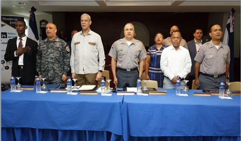 La Policía Nacional y comunitarios de Herrera trabajan para fortalecer estrategias para combatir elcrimen