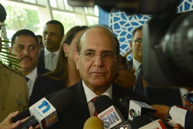 Castaños Guzmán reconoce hay desigualdad y regularán a funcionarios encampaña