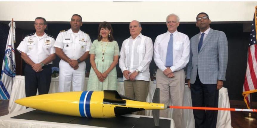 EE.UU presenta a la Armada de RD dispositivo para seguimiento dehuracanes
