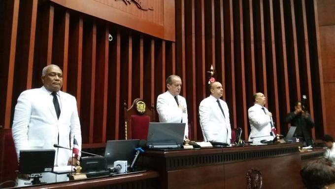 Pared Pérez se despide su carrera legislativa al reelegirse como presidente delSenado