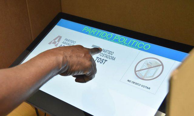 """Seguidores de Leonel califican como """"error mayúsculo"""" uso votoautomatizado"""