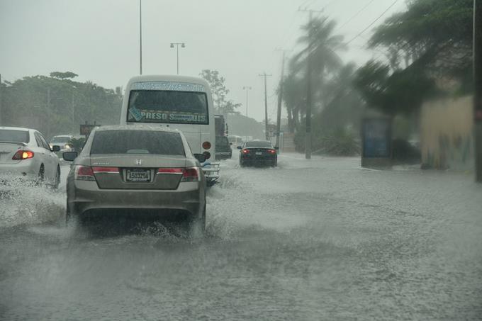 El Malecón de Santo Domingo con  inundaciones provocado por las fuerteslluvias