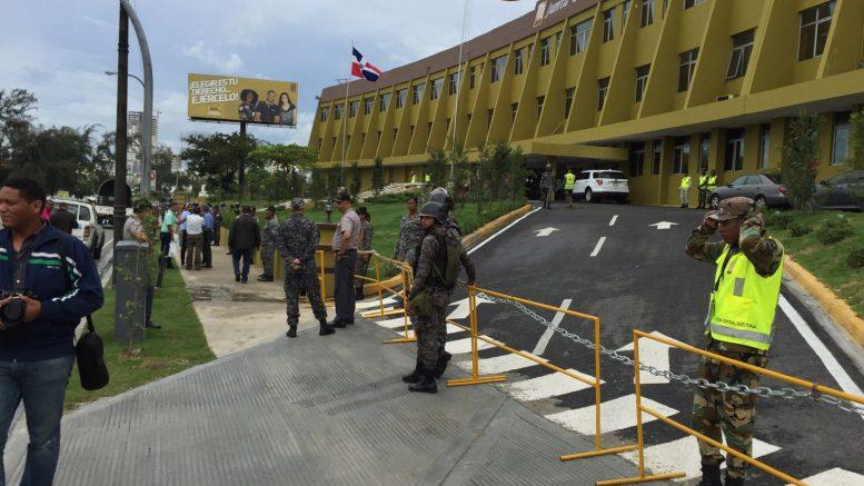 Sede de la JCE militarizada ante llamado a protesta deleonelistas