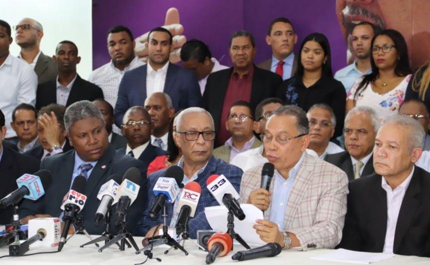 Trece, de 30 secretarios, renunciaron de las filas delPLD