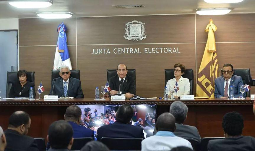 La JCE podría optar por voto automatizado y contar a mano100%