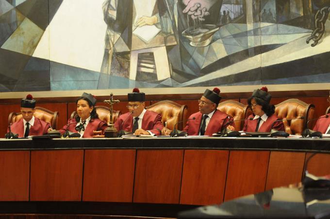 Tribunal Constitucional recibe acción del PLD  para tratar de parar candidatura deLeonel