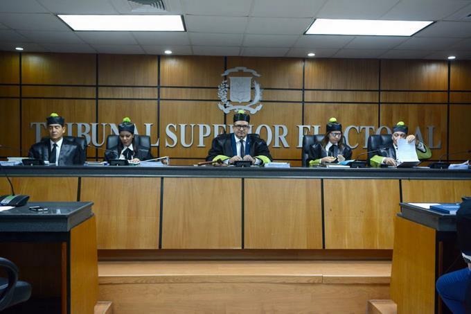 TSE dara a reconocer recurso de amparo en contra de Leonel Fernández y Fuerza del Pueblo para estatarde