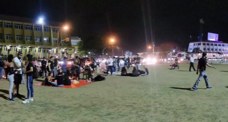 Decenas de jóvenes de RD protestan otra vez frente a laJCE