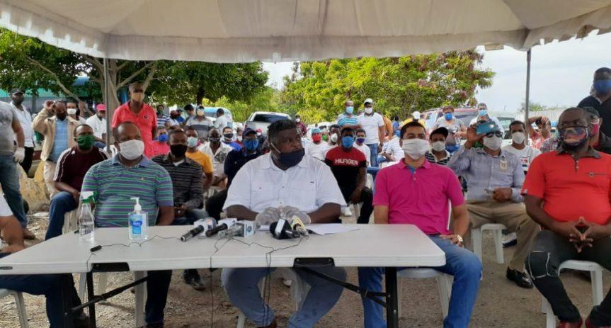 Transportistas de SDO demandan que les permitan iniciaroperaciones