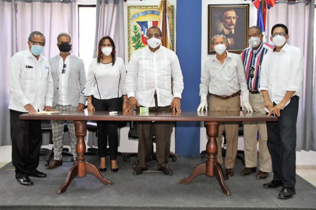 Alcaldía SDO y Óptica Almanzar   donarán lentes gratuitos amunicipes
