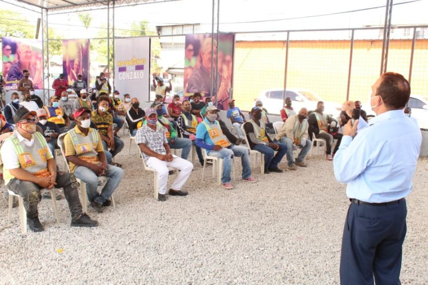 "Juramentan movimiento ""Motoconchistas con Gonzalo"", en Santo DomingoOeste"