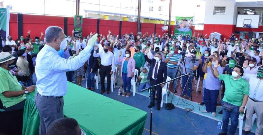 Leonel Fernández promete construir obras y llevar Metro a LosAlcarrizos