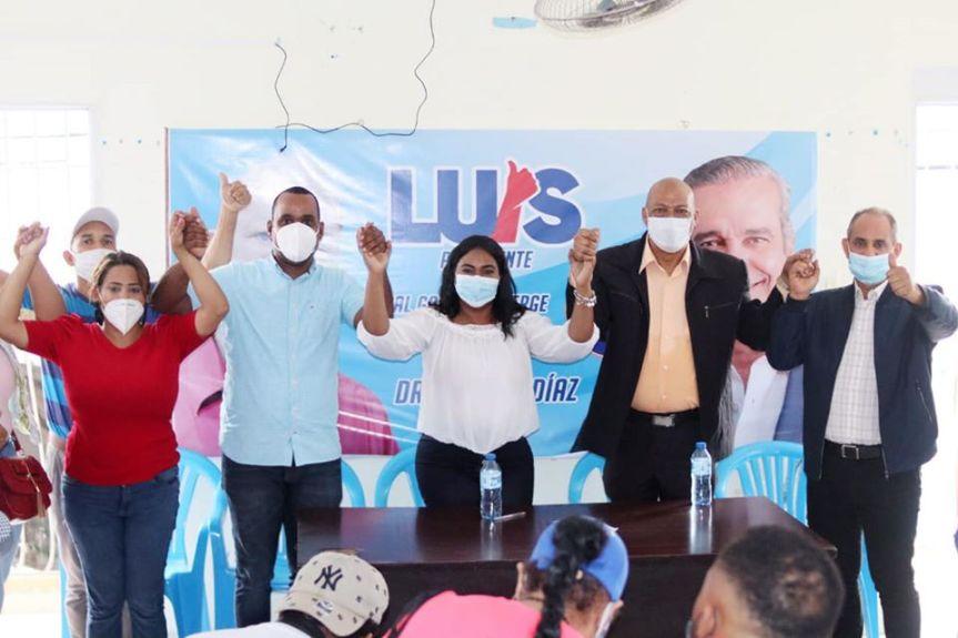 Alberto Diaz se va con el cambio en apoyo a LeyviBautista.