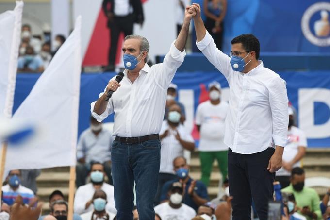 Collado afirma oficialmente su apoyo a la candidatura de Abinader durante cierre de delPRM