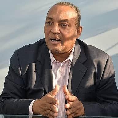 El alcalde del Ayuntamiento de Santo Domingo (ASDO), ingeniero José Andújar, felicita este domingo a los padresdominicanos