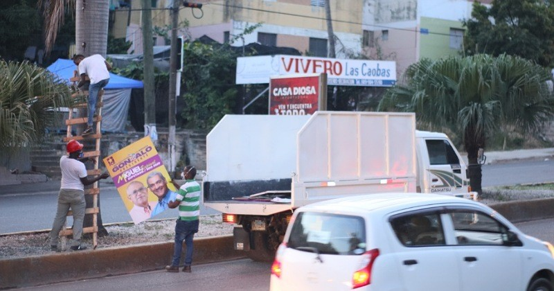 Alcaldía de Santo Domingo Oeste retira propagandapolítica