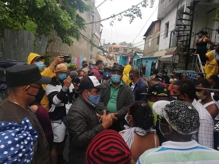 AlcaldeJosé Andujarvisita zona de desastre en el km14