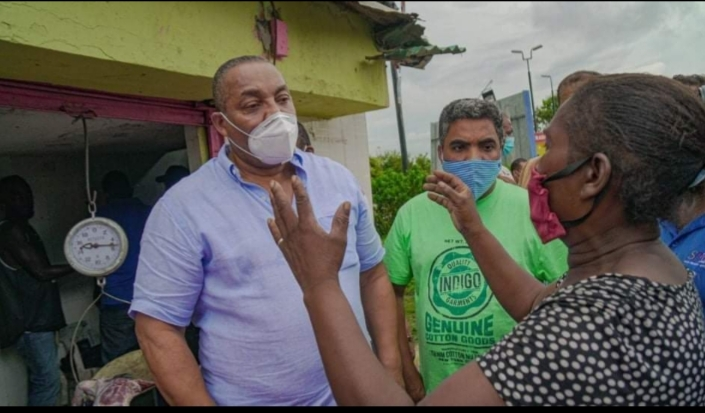Vinicio Aquino intercede ante Alcalde de SDO por desalojo de vendedores de HatoNuevo