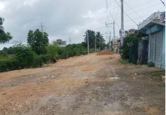 Moradores de La Esperanza en Hato Nuevo demandan del alcalde construir aceras ycontenes