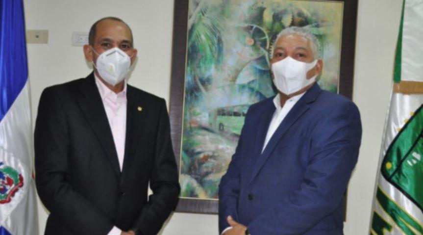 Radhamés González director de OMSA recibe visita del Presidente de laDNCD