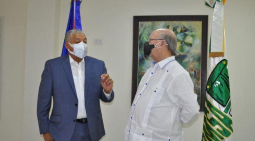 Ex-presidente Hipólito Mejía, visitó este lunes al director de la OMSA RadhamésGonzález
