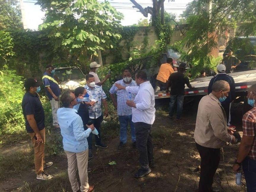El Alcalde de SDO Ing. José Andújar recibe terreno para construir escuelavocacional