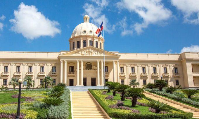 Presidente Abinader suspende sin disfrute de sueldo a ocho funcionarios por no declararbienes