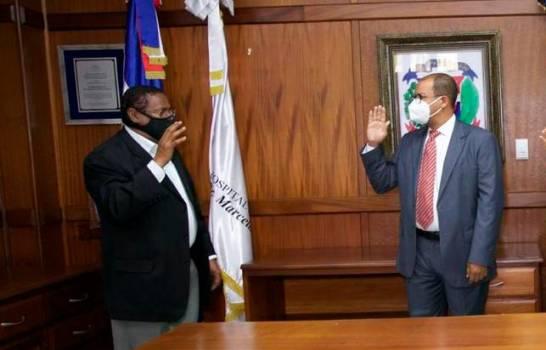 Juramentan al director del Hospital Marcelino VélezSantana