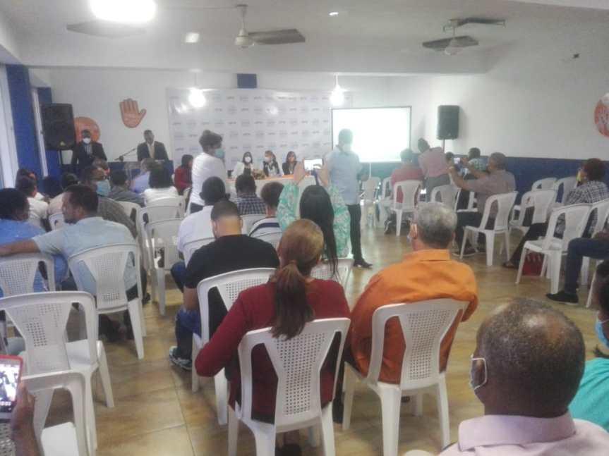 La Diputada Leyvi Bautista realizo la conferencia Fortaleciendo el senoFamiliar