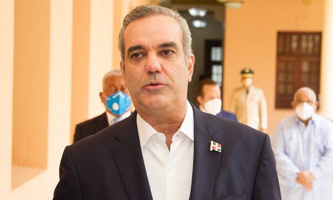 Abinader asegura Gobierno trabaja para transparentar las ayudassociales