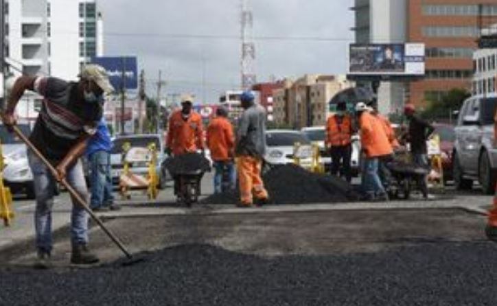 Obras Públicas reparó la avenida 27 de Febrero desde la Isabel Aguiar hasta la JosefaBrea