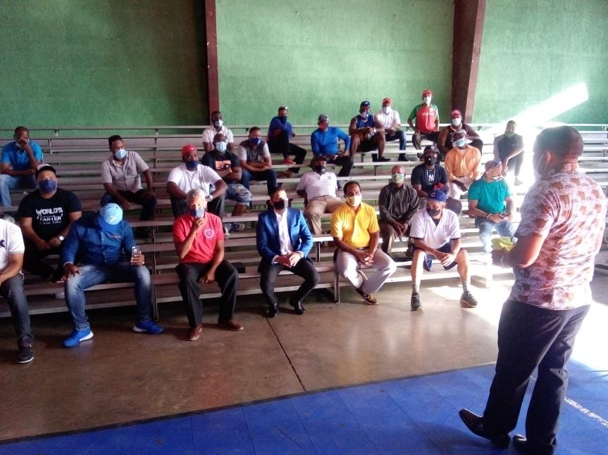 Director de Deporte de SDO Franklin Rodriguez realiza encuentro con los dirigentesdeportivos.