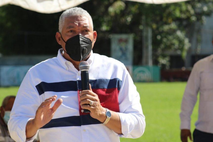 Liga béisbol Luisito Mercedes reconoce y dedica torneo a Radhamés González, directorOMSA