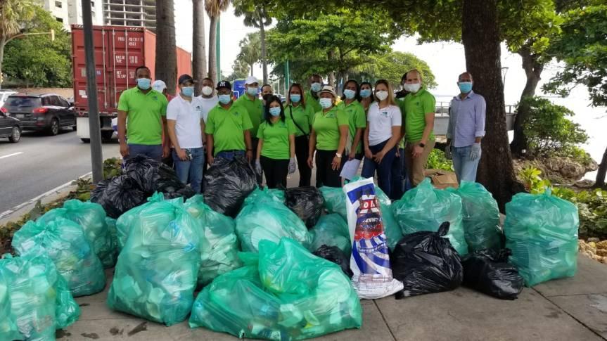 OMSA y Medio Ambiente se unen para limpiar playa deGüibia