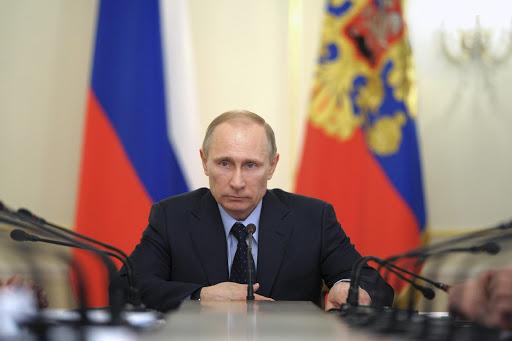 Vladímir Putin no se vacuna y según sondeos la mitad de los rusos también seniega.