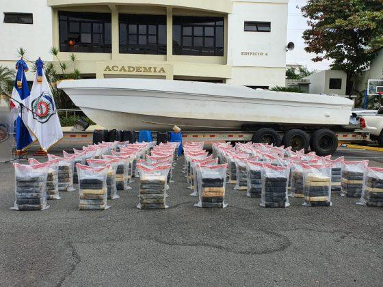 DNCD apresa dos dominicanos y les ocupan 456 paquetes de cocaína en costas de San Pedro deMacorís