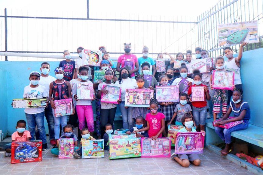 Diputada Leyvi Bautista entrega juguetes a niños en ocasión del Día deReyes