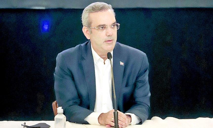 """Gobierno anuncia construcción de 11 mil nuevas viviendas en primer año de programa """"FamiliaFeliz"""""""