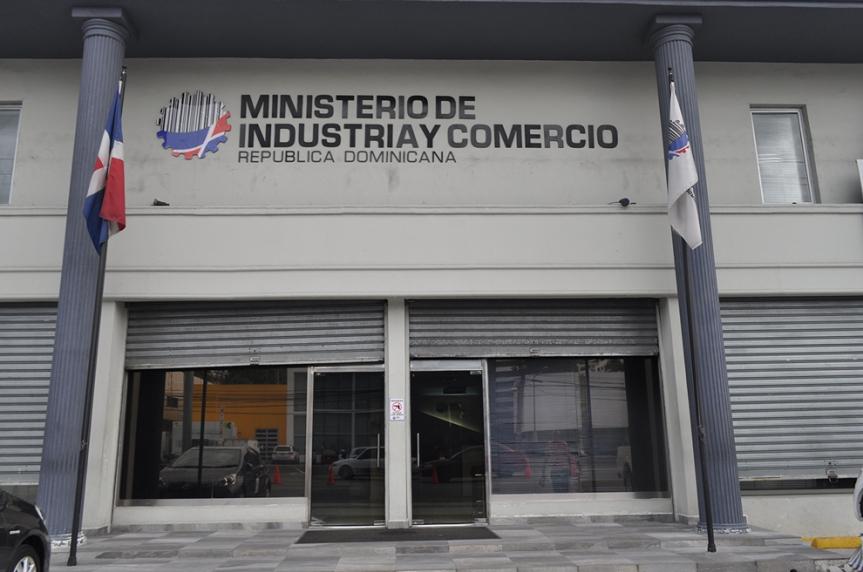 """Cancelan 4,500 """"botellas"""" en Industria yComercio"""