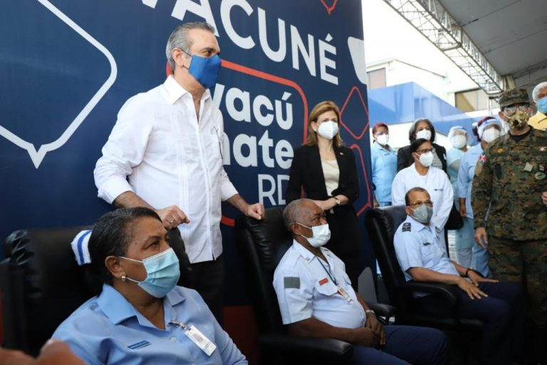 RD comenzó vacunación; Presidente dice: pesadilla comienza aterminar